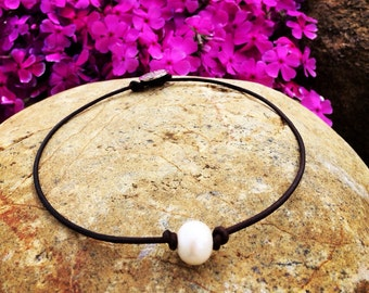 Pearl leather necklace,pearl on leather choker,freshwater pearl and leather necklace,pearl on leather necklace,single pearl necklace
