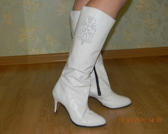 Women boots, vintage, 80's, the natural leather, white color, the production of the USSR.