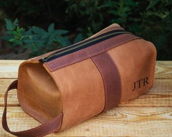 Personalized Leather Mens travel case, Toiletry Bag, Dopp Kit, Mens Wash Bag, Mens Cosmetic Bag, Shaving Dopp Kit, Light brown