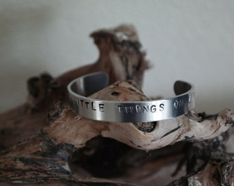 """Bracelet with text """"Enjoy the little things in life"""""""