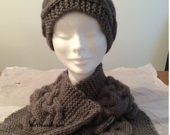 Hat and neck scarf made of pure wool