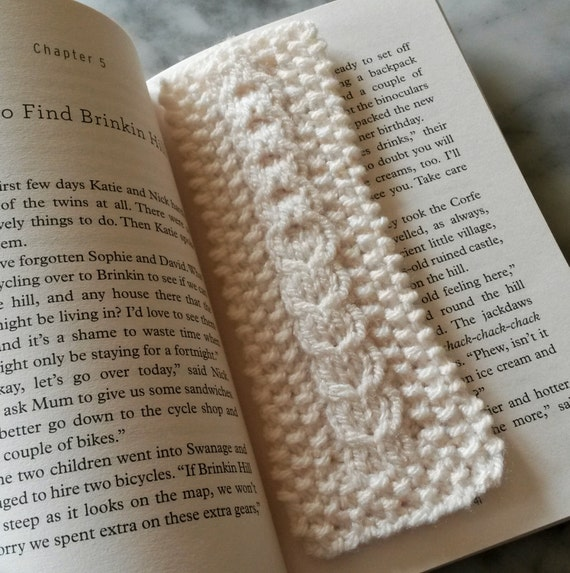 Knitted bookmark with Aran heart cable. Original design. Made in Ireland. Great gift for booklover. Cream white yarn. Gift from Ireland.