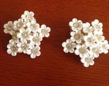 Vintage white cherry blossom earrings - cluster earrings - clip-on white flower earrings - bridal earrings