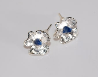Little flower stud earrings tiny lapis lazuli Blue gemstone earrings Silver plated stud earrings Blue flower earrings Gift under 10
