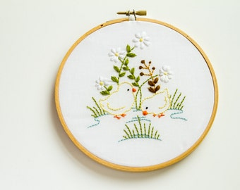 CLEARANCE - Chicks Hand Embroidery Hoop Art, Spring
