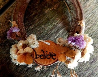 Dried flower horse shoes