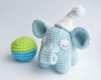 Sleepy elephant - amigurumi crochet toy