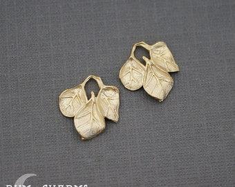 0021 - Pendant Connector, Matte Gold, Curved Mini Triple Leaf, 2 Pieces