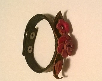 VINTAGE Leather Floral Bracelet with Snap Closure
