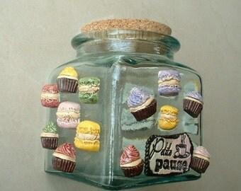Glass jar with ceramique cupcakes and macaron decoration