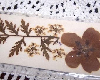 Souvenir Bookmark Wiliamsburg, VA Pressed Flowers Handmade Vintage Flowercraft