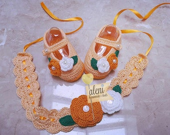 newborn crocheted  shoes and headband. gifts for babies. shoes set.