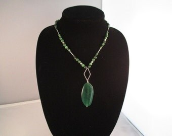 Necklace. Green Agate. Sterling Silver.