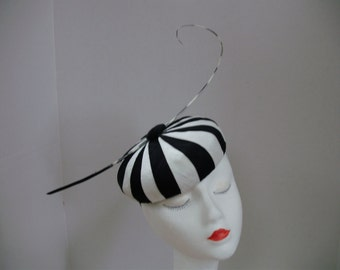 No. 3854 a black/white silk pleated dupioni fascinator with black and white quill