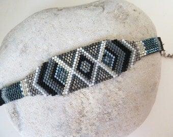 Cuff bracelet weaved