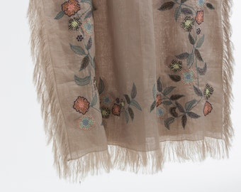 """Scarf """"OPTIONS"""" noble based on a 100% linen, we did run a romantic embroidery for her, gift for women"""