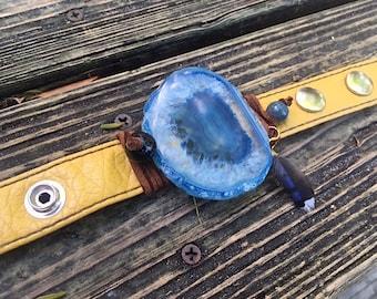 Blue Agate Bracelet, Leather Bracelet, Feather , Agate Slice Jewelry, Leather Jewelry, Raw Bracelet, Boho Bracelet