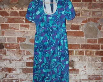 Short Sleeved Turquoise Dress with Lace Neck