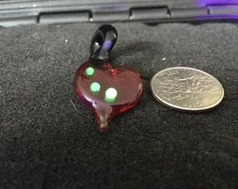 UV reactive heart pendant