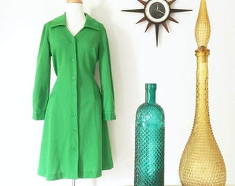 Vintage 1970s green crimpelene dress