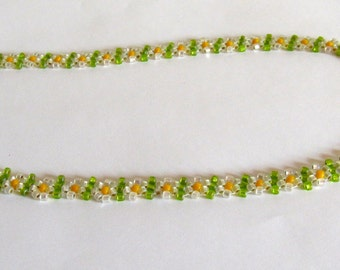 Happy daisychain necklace