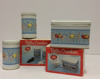 Vintage Betty Crocker Salt & Pepper Shakers With Recipe Box Set