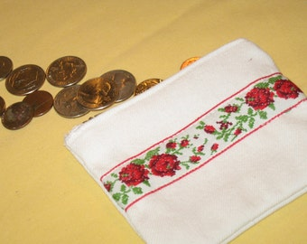 White zippered poouch/coin purse