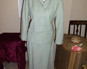 1950'S Tailored Suit in Celery Green - Very Cute !!