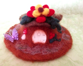 Needle felt Fairy House, Feenhaus, fairy cottage, flowers roof, handmade, unique, OOAK