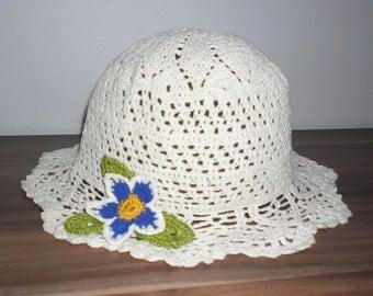 Crocheted women's summer hat. White. Handmade