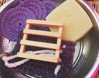 Soap saver and face scrubby set
