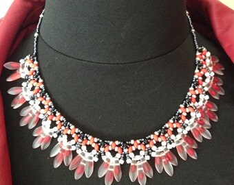 Crew neck in weaving of Czech glass beads, red tones black and white