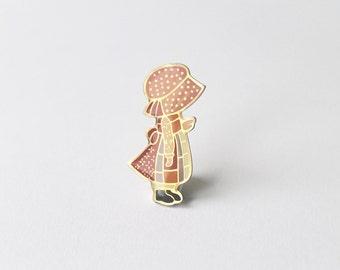 Holly Hobbie pin. Holly Hobbie badge. Holly Hobbie 1970's collectible. Holly Hobby pin.