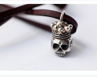 Skull pendant with Crown
