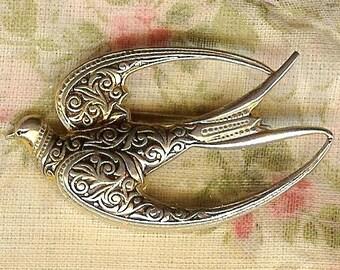 VINTAGE Gold Tone Bird In Flight Pin Brooch