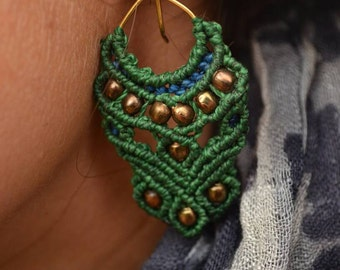 PeacockEaring Macramé earrings with an exotic touch.