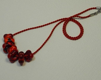 RAS of the neck by a cord of silk Mokuba, with 7 glass beads square, decorated with points red, orange, Garnet, Scarlet and vermilion