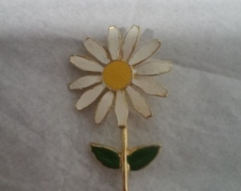 Vintage White Enamel and Gold Tone Daisy Brooch (pin)