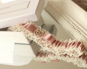 dusty rose wedding garter with gold heart, dusty rose garter, dusty pink garter, pink wedding garter, dusty rose wedding garter, rose garter