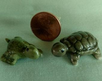 2 vintage miniature china turtles figurine