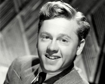 Legendary Actor Mickey Rooney - 8X10 or 11X14 Publicity Photo (DA-098)