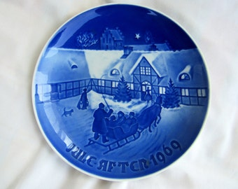 "1969 B AND  G Blue & White Christmas 7-1/4 ""Plate ""Arrival of Christmas Guests"""