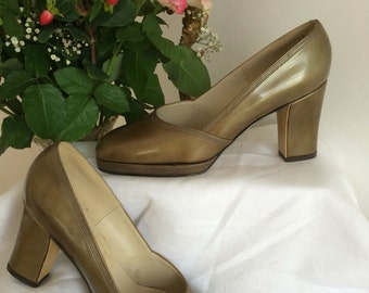 Fab 1960s London Fashion Ladies Couture Two Tone Leather Shoes Platform Block Heel Classic Best Dressed Mod