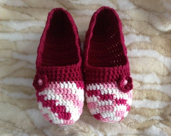 Chic Maroon & Pink Women's Crochet Slippers with Flower
