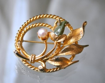 """Permanently reduced : Vintage Sarah  Coventry """"Jade Garden"""" Pin/Brooch with Pearl"""
