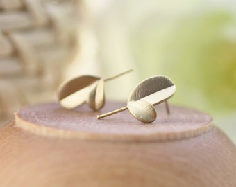 gold post earrings, leaf earrings, nature earrings, small earrings