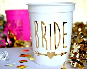 16 Oz 'BRIDE' Plastic Stadium Cups Custom Bridal Party Favors Bachelorette Wedding Bridesmaid Gifts Maid of Honor Shower Mother of the