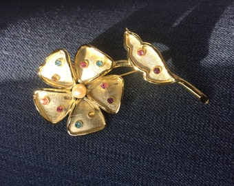 1970's Gold-tone Flower Brooch with Colorful and Faux Pearl