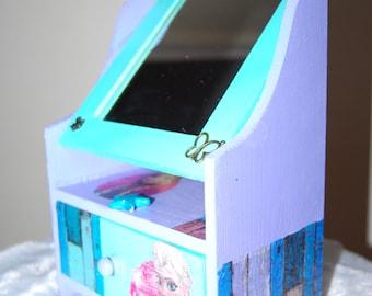 Miniature Dresser, jewelry box for girls, ground snow Queens