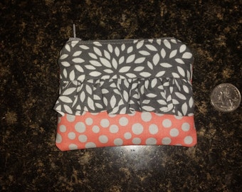 Coin pouch with ruffled front